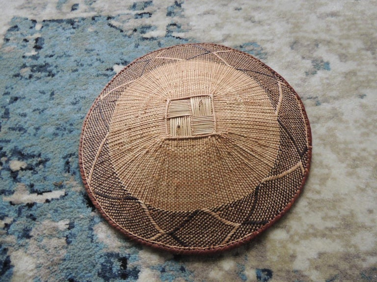 Vintage Tribal Tan and Brown Woven Round African Basket In Good Condition For Sale In Wilton Manors, FL