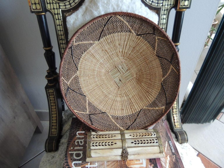 Late 20th Century Vintage Tribal Tan and Brown Woven Round African Basket For Sale