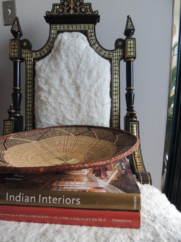 Natural Fiber Vintage Tribal Tan and Brown Woven Round African Basket For Sale