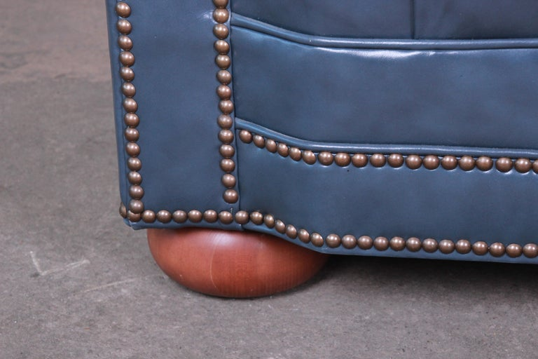 Vintage Tufted Blue Leather Chesterfield Sofa For Sale 1