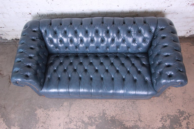 Vintage Tufted Blue Leather Chesterfield Sofa For Sale 2