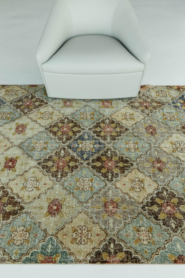 A vintage Turkish Anatolian rug weaving together floral diamonds as they are laticed throughout the piece. Anatolian rugs weave together dyes and colours, motifs, textures and techniques that are popular in Anatolia or Asia Minor. This colorful