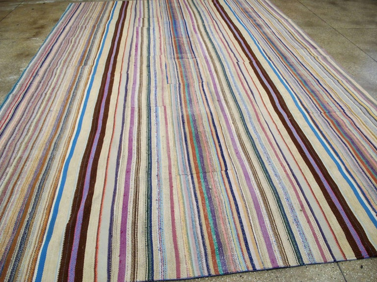 Vintage Turkish Flat-Weave Rug In Excellent Condition For Sale In New York, NY