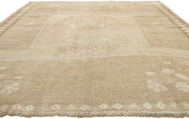 Colonial Revival Vintage Turkish Kars Rug with Modern Farmhouse and Romantic Prairie Style For Sale