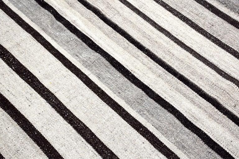 Vintage Turkish Kilim Rug 'Flat-Weave' For Sale 5