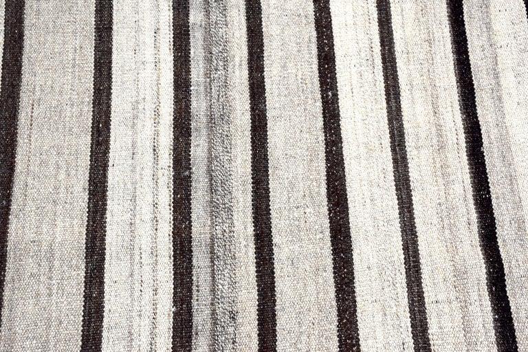Vintage Turkish Kilim Rug 'Flat-Weave' For Sale 3