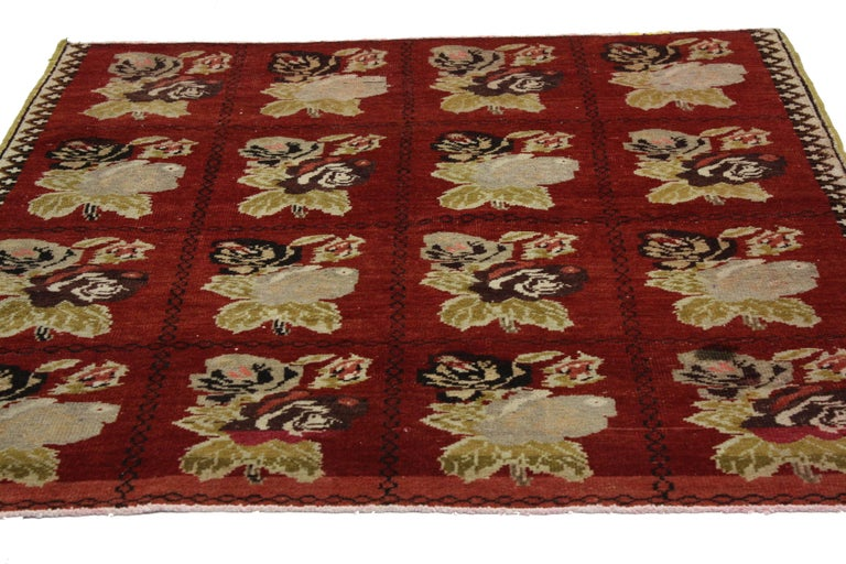 51569, vintage Turkish Oushak Accent rug with Farmhouse style. With cabbage rose bouquets set on a deep ruby red backdrop, this vintage Turkish Oushak rug with Farmhouse style will bring charm and whimsy to any corner of your home. Four by four rows