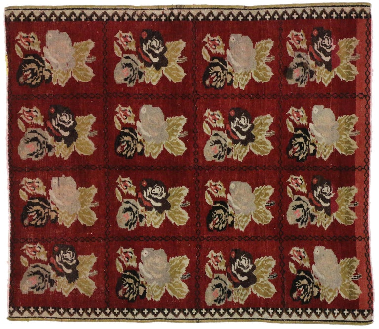 Vintage Turkish Oushak Accent Rug with Farmhouse Style In Good Condition For Sale In Dallas, TX