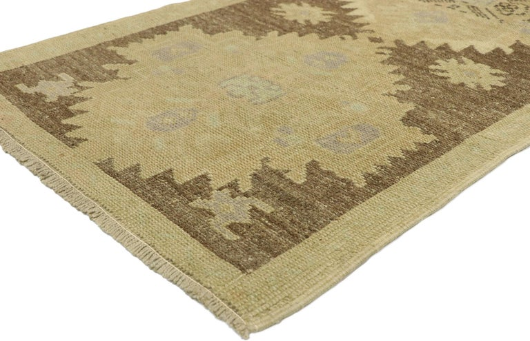 51126 vintage Turkish Oushak Accent rug with Rustic Shaker Farmhouse style. Shaker style and effortless beauty meet rustic sensibility in this hand knotted wool vintage Turkish Oushak rug. The antique-washed field features three serrated medallions