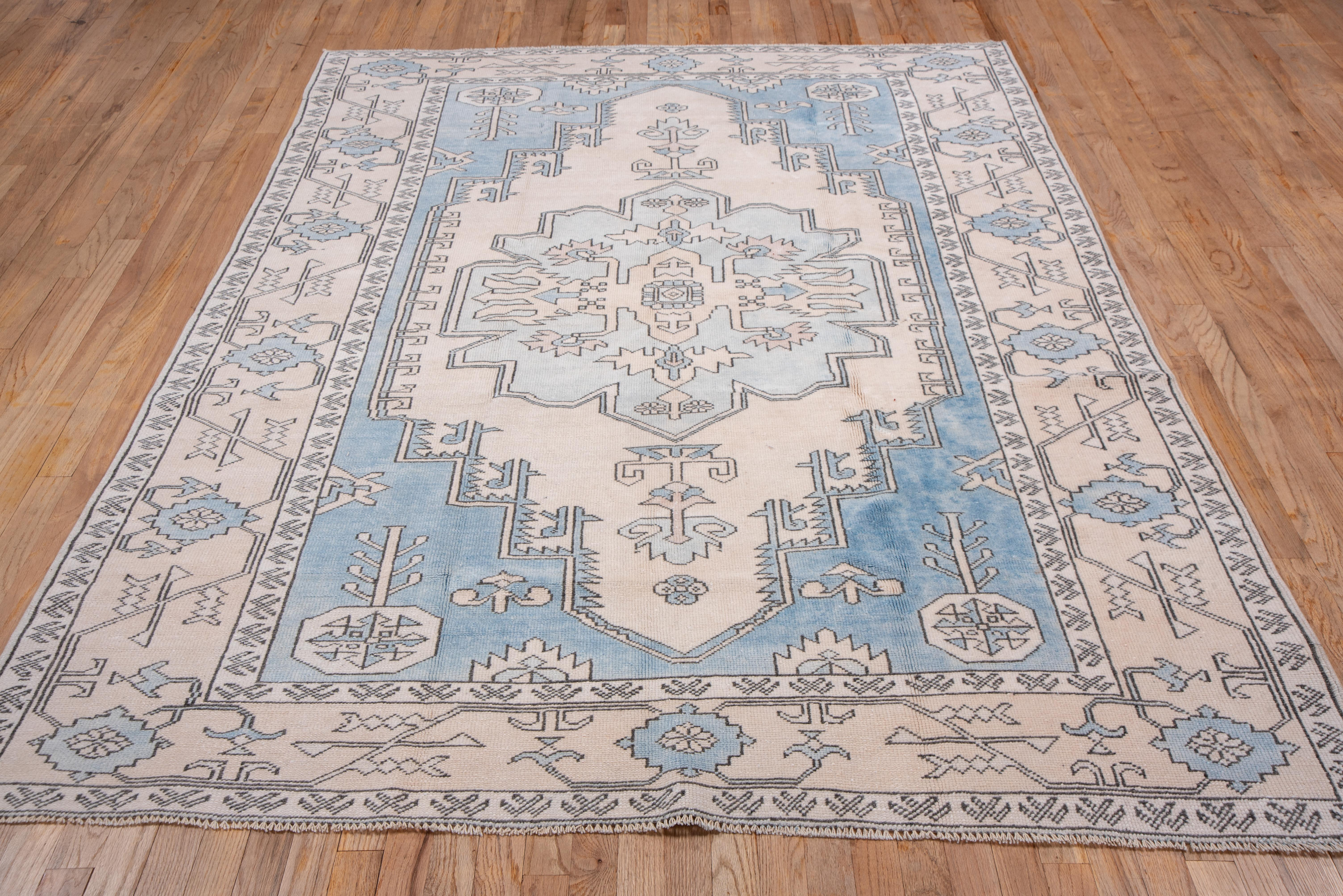 Picture of: Vintage Turkish Oushak Rug Light Blue White And Ivory Tones For Sale At 1stdibs