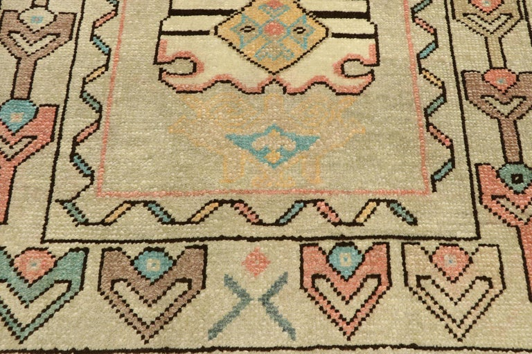 Vintage Turkish Oushak Rug with Bohemian Swedish Gustavian Farmhouse Style In Good Condition For Sale In Dallas, TX