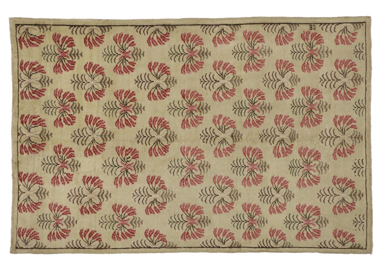 Vintage Turkish Oushak Rug with Shabby Chic Farmhouse Style In Good Condition For Sale In Dallas, TX