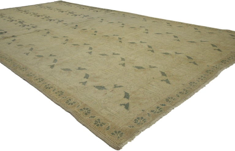 50848, vintage Turkish Oushak rug with Swedish Farmhouse Cottage style. This hand knotted wool vintage Turkish Oushak rug features five columns of leafy tendrils in an organized pattern on a golden ecru field. Floral bouquets add a warm and