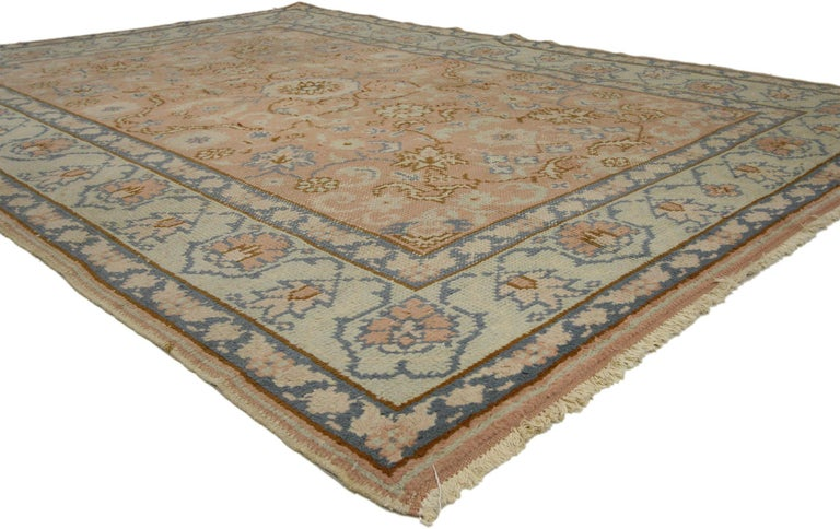 72423, vintage Turkish Oushak rug with Swedish Farmhouse or English Country style. Expressing homegrown charm and hospitality, this hand knotted wool vintage Turkish Oushak rug displays a shabby chic farmhouse style. The intricate designs and