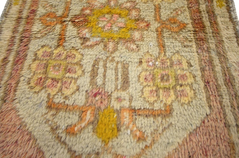 Vintage Turkish Oushak Narrow Hallway Runner with French Provincial Style In Good Condition For Sale In Dallas, TX