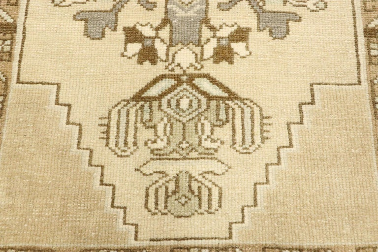 Vintage Turkish Oushak Yastik Scatter Rug with Swedish Farmhouse Cottage Style In Good Condition For Sale In Dallas, TX