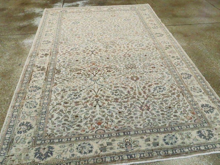 Vintage Turkish Sivas Carpet In Good Condition For Sale In New York, NY