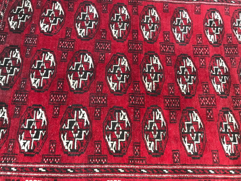 Vintage Turkmen Boukhara Rug In Good Condition For Sale In Saint Ouen, FR