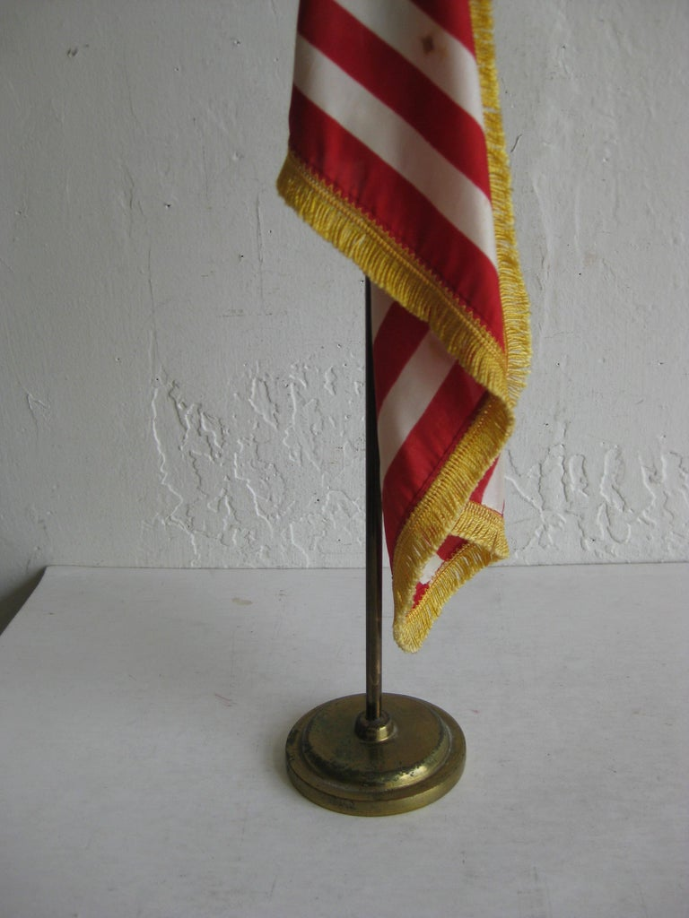 20th Century Vintage United States Military Desk 50 Star American Silk Flag on Brass Flagpole For Sale