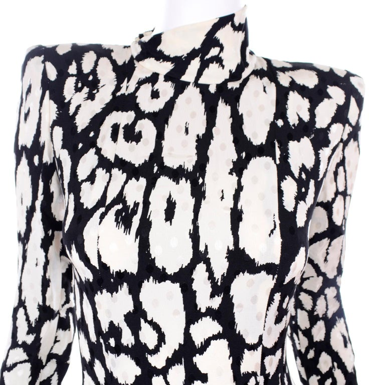 Vintage Valentino Black & White Silk Abstract Print Ruffled Dress For Sale 5