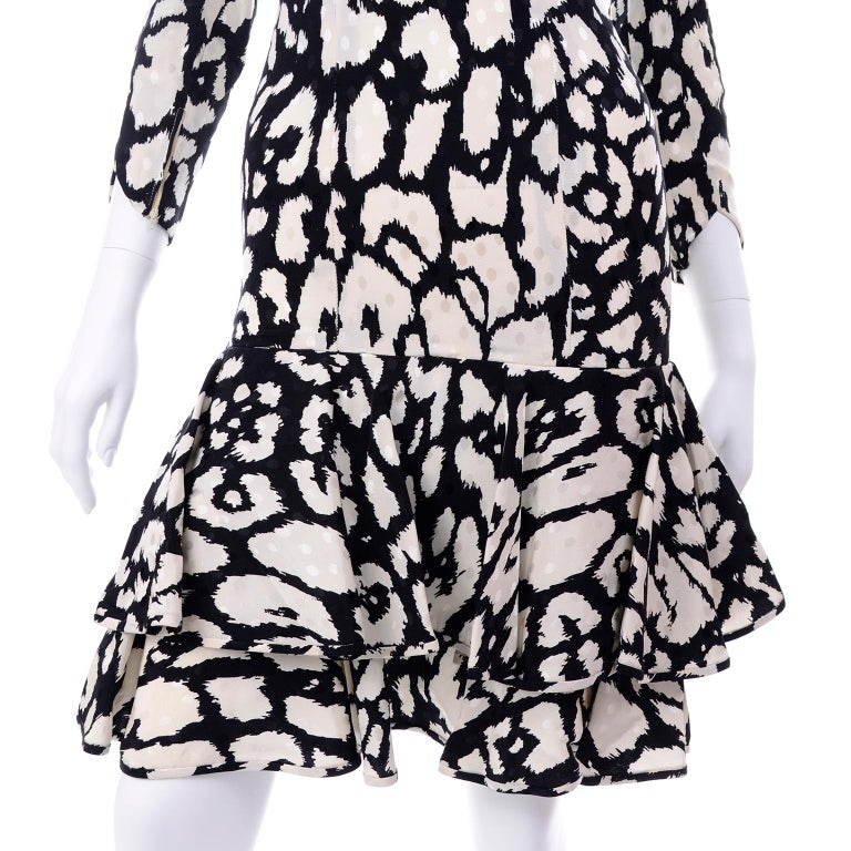 Vintage Valentino Black & White Silk Abstract Print Ruffled Dress For Sale 6