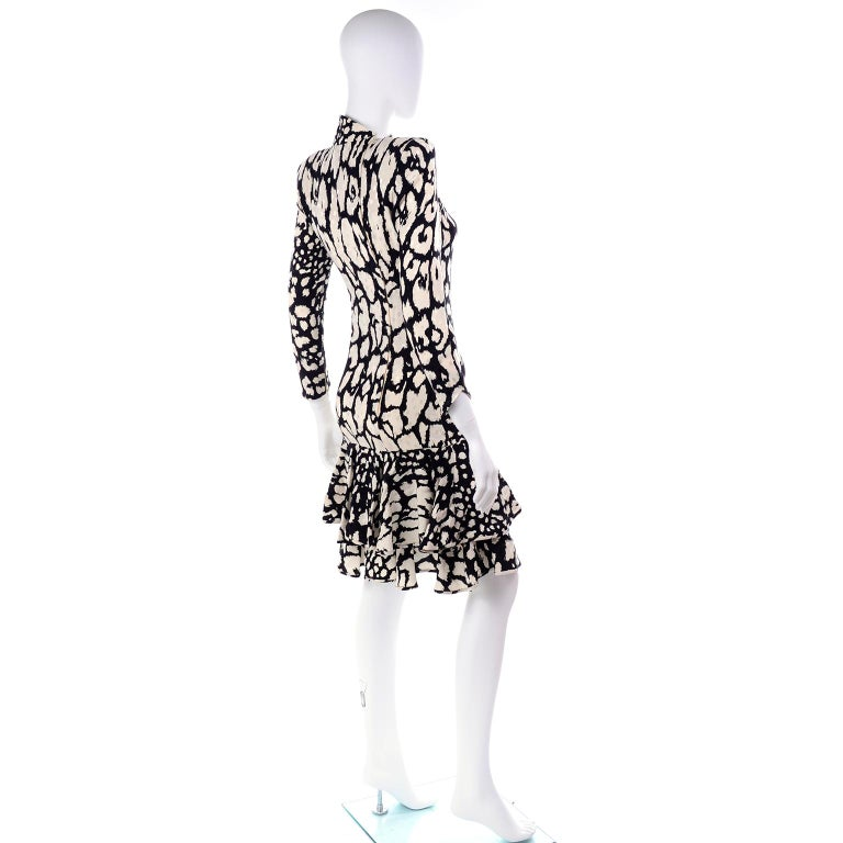 Vintage Valentino Black & White Silk Abstract Print Ruffled Dress In Excellent Condition For Sale In Portland, OR