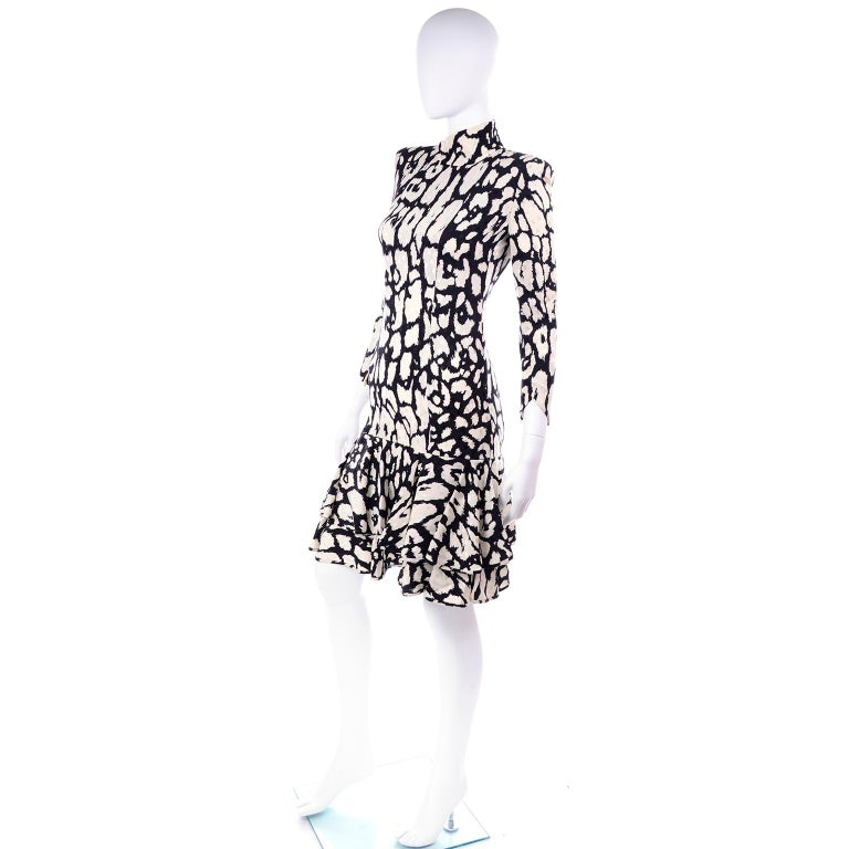 Vintage Valentino Black & White Silk Abstract Print Ruffled Dress For Sale 2