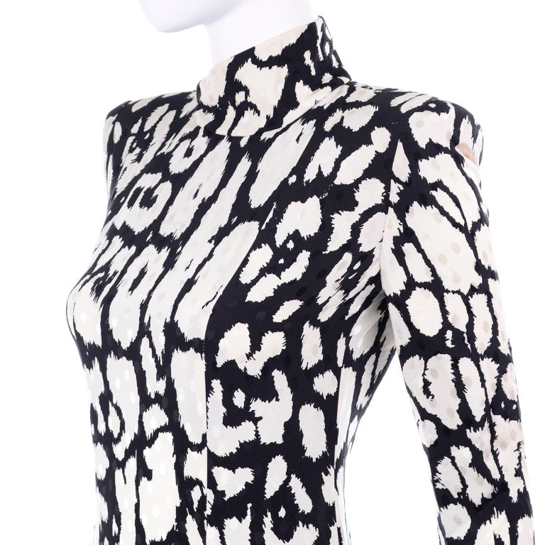 Vintage Valentino Black & White Silk Abstract Print Ruffled Dress For Sale 3