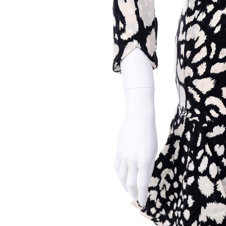 Vintage Valentino Black & White Silk Abstract Print Ruffled Dress For Sale 4