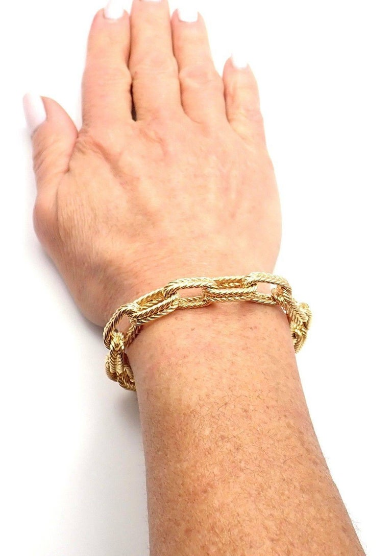 Vintage Van Cleef & Arpels Textured Yellow Gold Link Bracelet For Sale 4