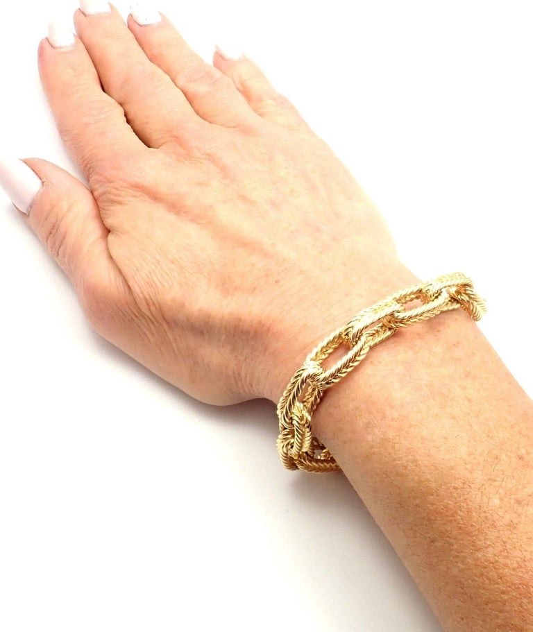 Vintage Van Cleef & Arpels Textured Yellow Gold Link Bracelet For Sale 5