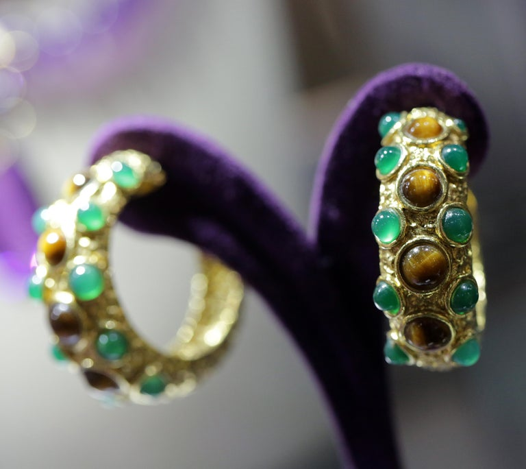 Vintage Van Cleef & Arpels Paris Chrysoprase and Tigers Eye Gold Earrings In Excellent Condition For Sale In London, GB