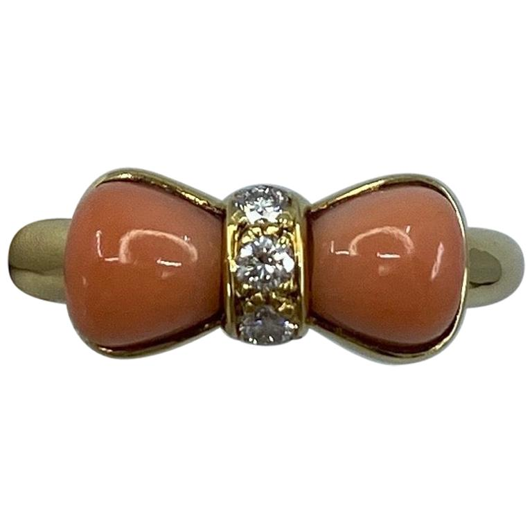 Vintage Van Cleef & Arpels Pink Coral & Diamond Bowtie 18 Karat Yellow Gold Ring
