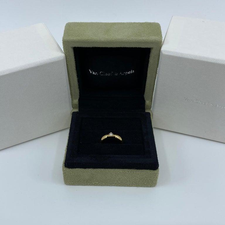 Vintage Van Cleef & Arpels Rare Diamond Triangle Motif 18 Karat Yellow Gold Ring For Sale 5