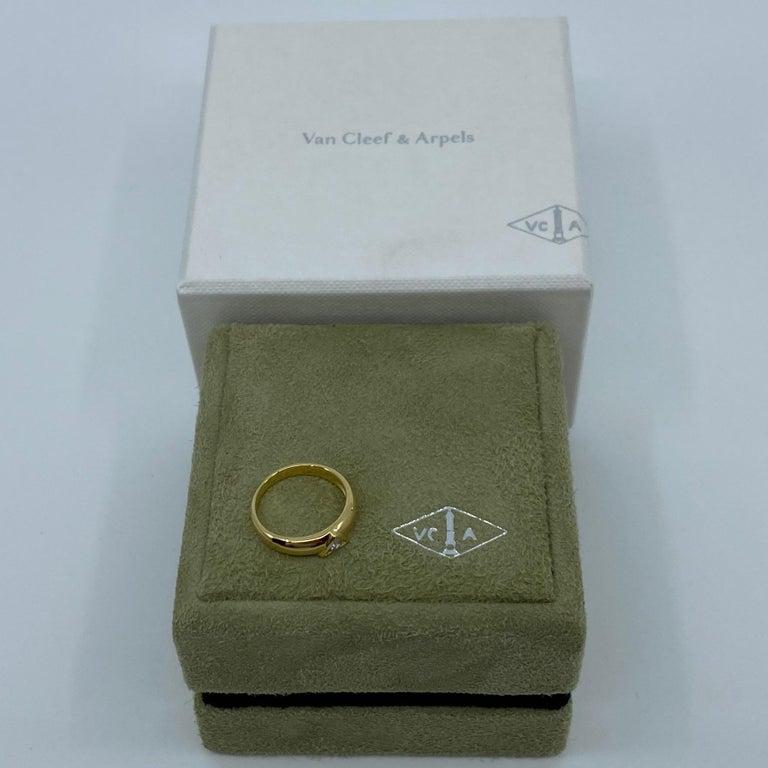 Vintage Van Cleef & Arpels Rare Diamond Triangle Motif 18 Karat Yellow Gold Ring For Sale 8