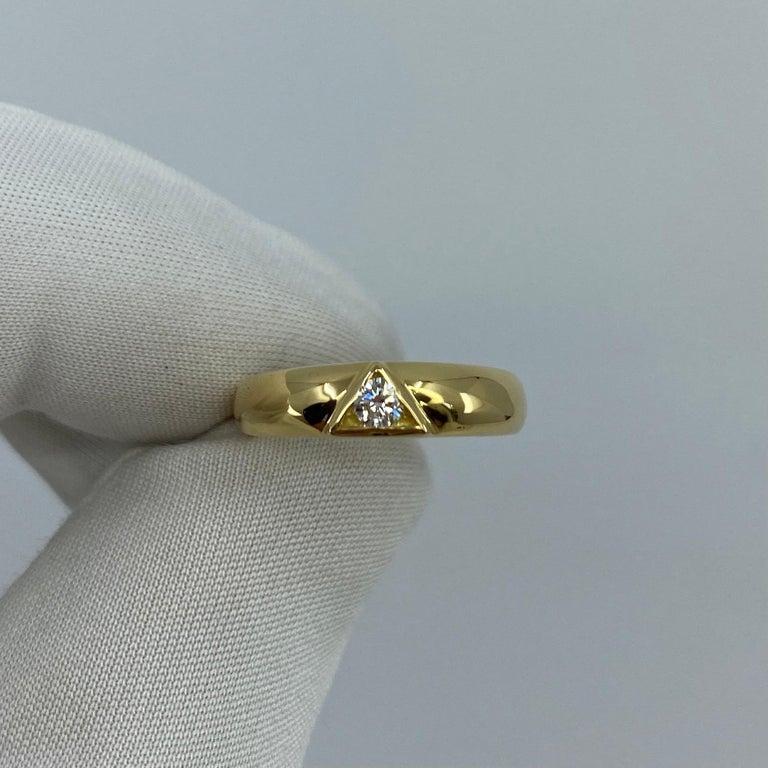 Vintage Van Cleef & Arpels Rare Diamond Triangle Motif 18 Karat Yellow Gold Ring For Sale 10