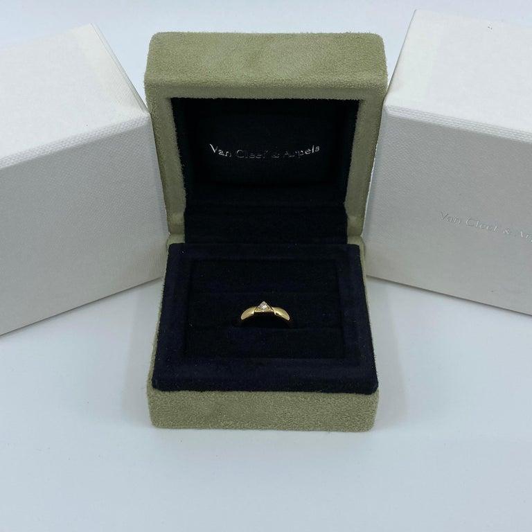 Round Cut Vintage Van Cleef & Arpels Rare Diamond Triangle Motif 18 Karat Yellow Gold Ring For Sale