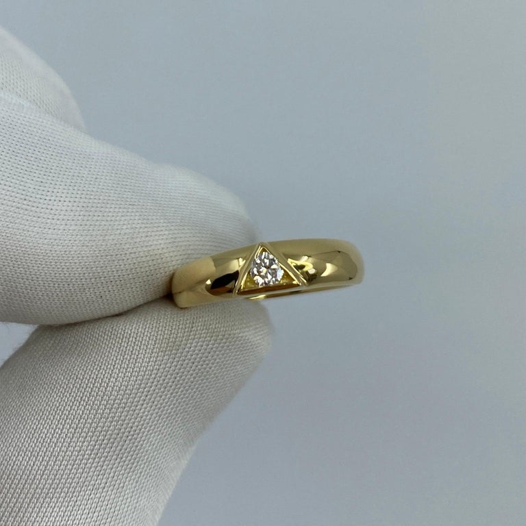 Women's or Men's Vintage Van Cleef & Arpels Rare Diamond Triangle Motif 18 Karat Yellow Gold Ring For Sale