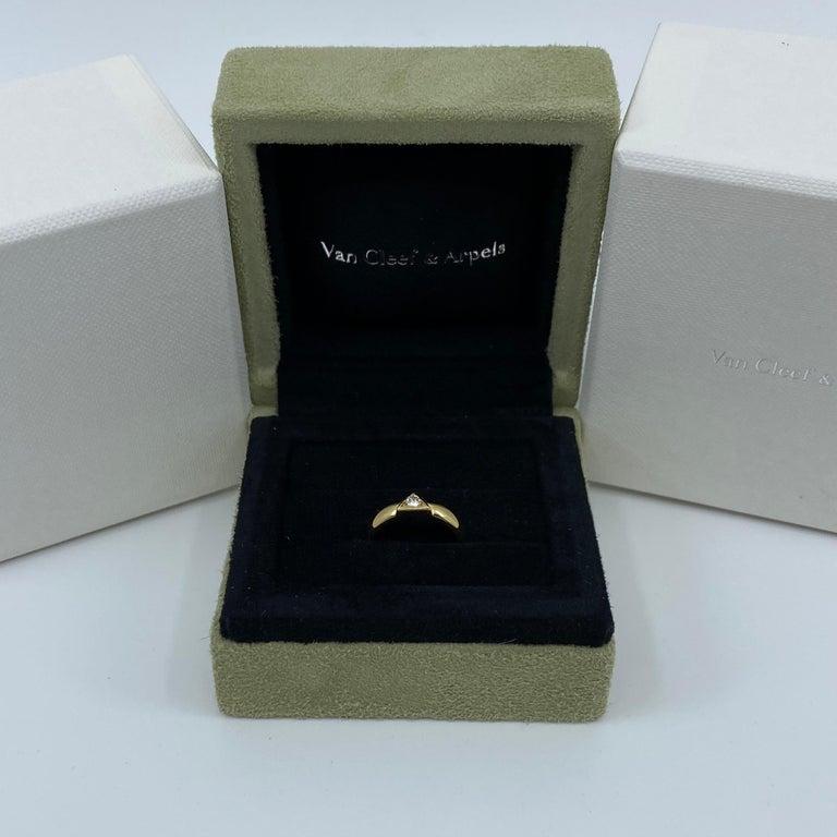 Vintage Van Cleef & Arpels Rare Diamond Triangle Motif 18 Karat Yellow Gold Ring For Sale 1