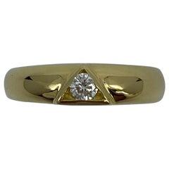 Vintage Van Cleef & Arpels Rare Diamond Triangle Motif 18 Karat Yellow Gold Ring