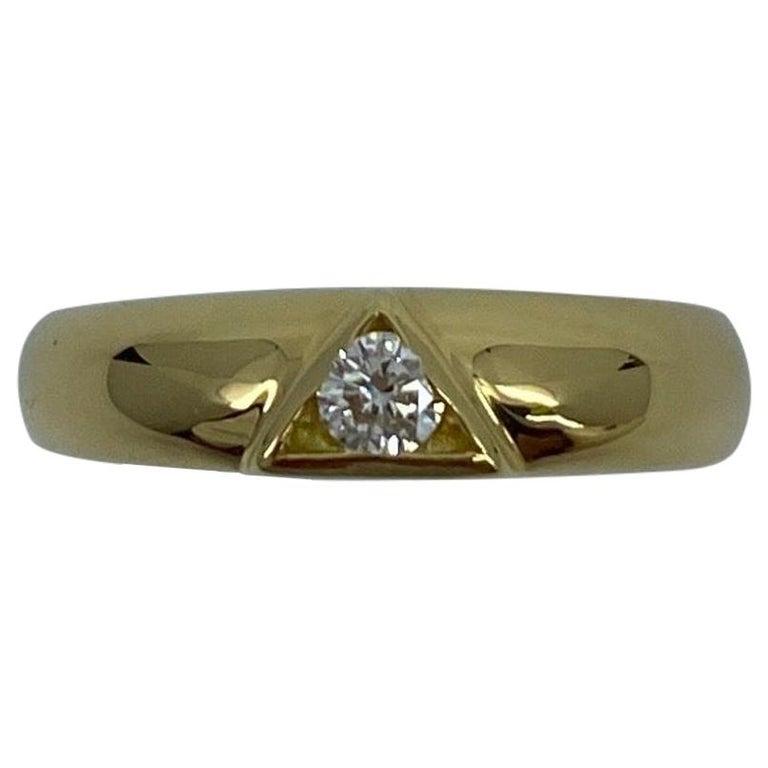 Vintage Van Cleef & Arpels Rare Diamond Triangle Motif 18 Karat Yellow Gold Ring For Sale