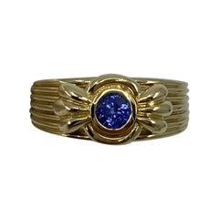 Vintage Van Cleef & Arpels Rare Vivid Blue Sapphire 18 Karat Yellow Gold Ring