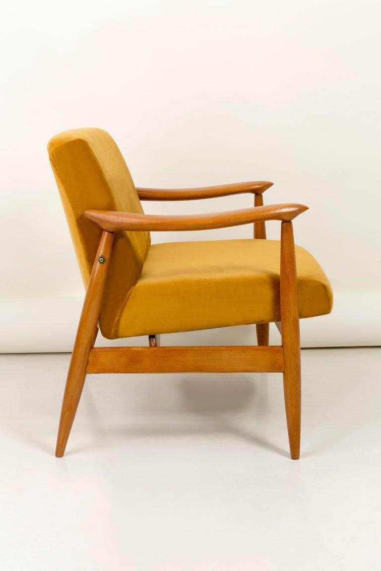 Vintage Velvet Mustard Yellow Pantone Armchair, 1960s In Excellent Condition For Sale In 05-080 Hornowek, PL