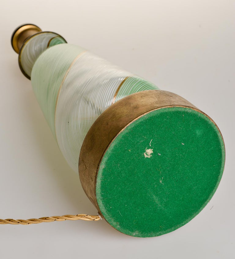 Elegant Venetian Murano table lamp from 1950s: now rare ! White and delicate green color with gold. Suitable everywhere with a simple hat (I can do, but shipping is not cheap) - O/4147.