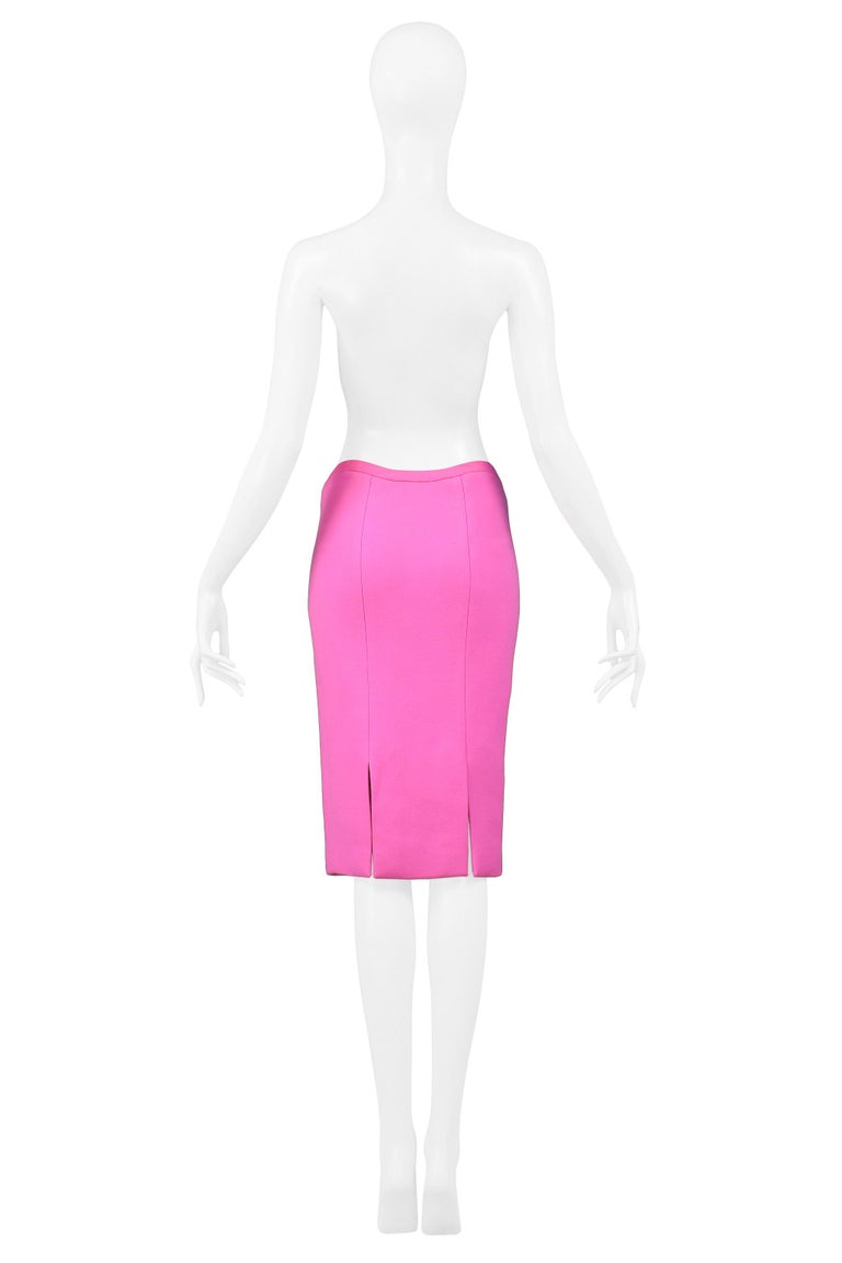 Vintage Versace Pink Pencil Skirt 2002 In Excellent Condition For Sale In Los Angeles, CA
