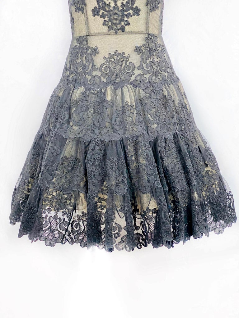 Vintage VICKY TIEL Couture Paris Black Floral Lace Sleeveless Mini Dress Size S In Excellent Condition For Sale In  Beverly Hills, CA