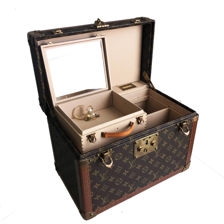 Louis Vuitton Boite Pharmacie Monogram Train Case Vanity Travel Bag Vintage 80s  For Sale 3