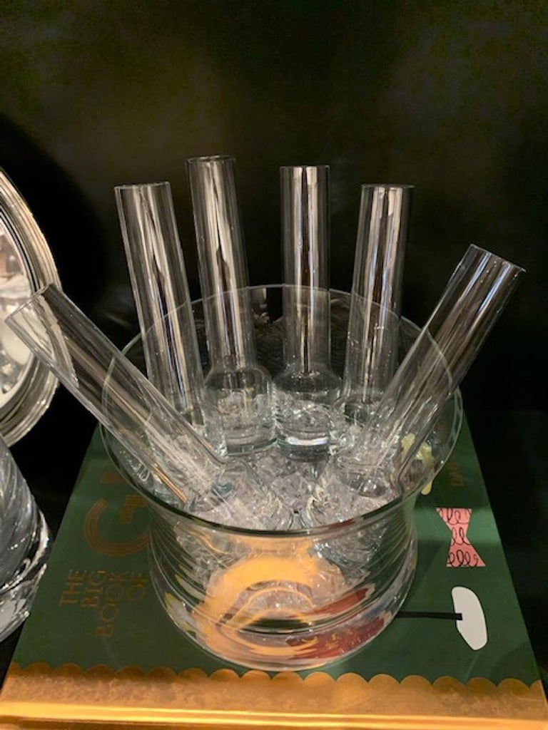 Vintage Vodka Glass Chiller with Ice Bucket and 6 Shot Glasses In Good Condition For Sale In Atlanta, GA