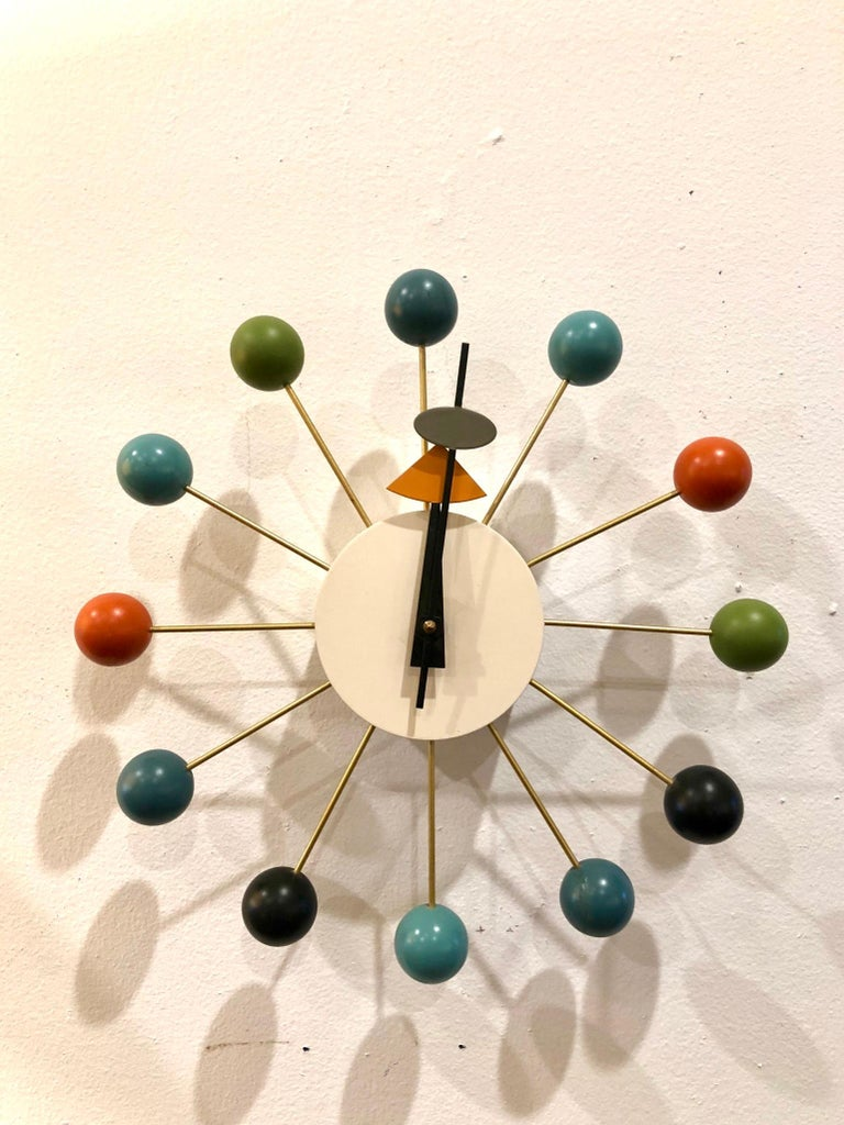 Klassik Mid-Century Modern, Atomic age vintage wall clock designed by George Nelson for Vitra, better operated mechanism, made in Germany circa 1990s in working condition.