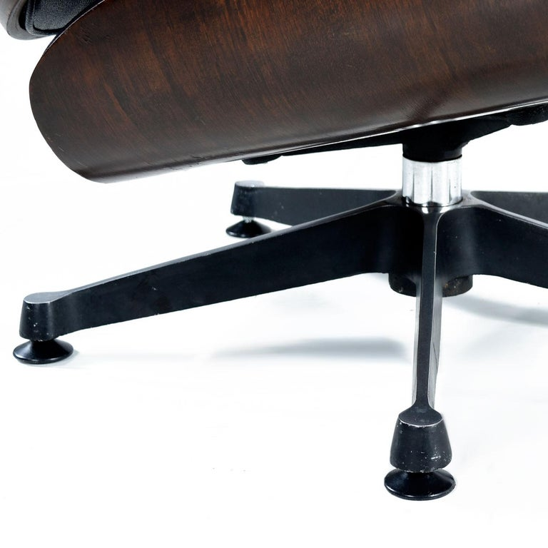 Vintage Walnut Eames Lounge Chair and Ottoman Replica Set in Black Leather For Sale 2